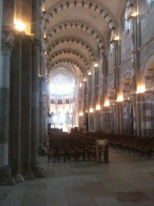 6_basilique-de-vezelay-225x300